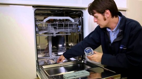 Những tuyệt chiêu để vệ sinh máy rửa bát sạch như mới